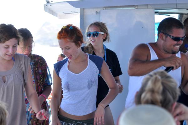 Cabo15-onboard dancing